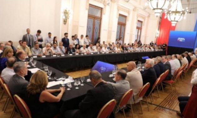 Reunión en el Salón Blanco de la Casa Gobierno